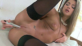 Maria Rya cums big in her lingerie