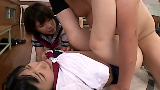 Giggling jap schoolgirls have fun with cock